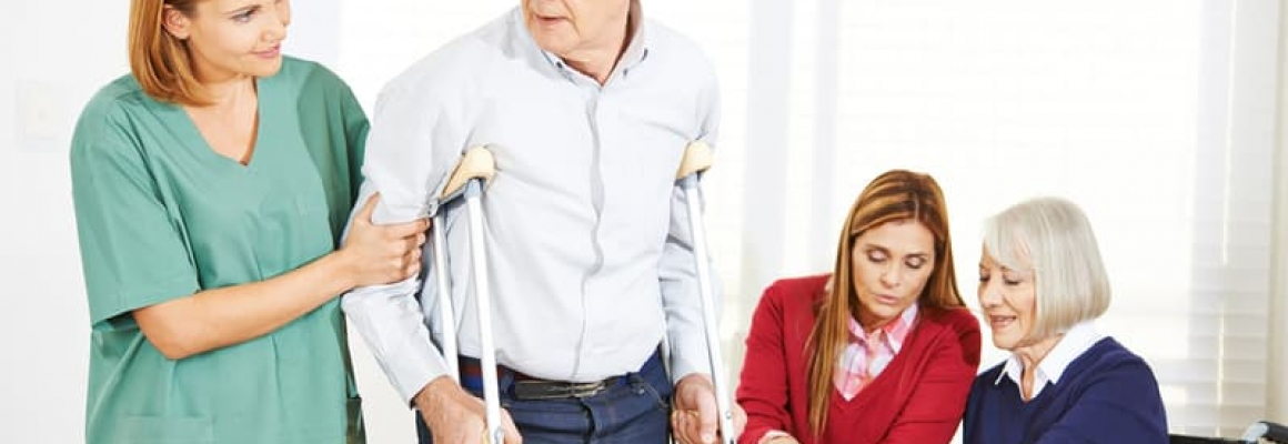 Enfermería geriátrica para asistencia de enfermedades crónicas en adultos  mayores