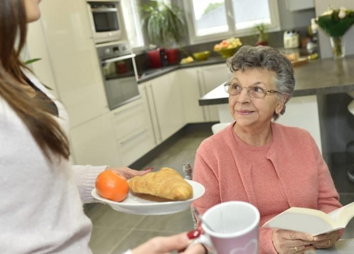 Importancia de las necesidades nutricionales del adulto mayor en una casa de retiro